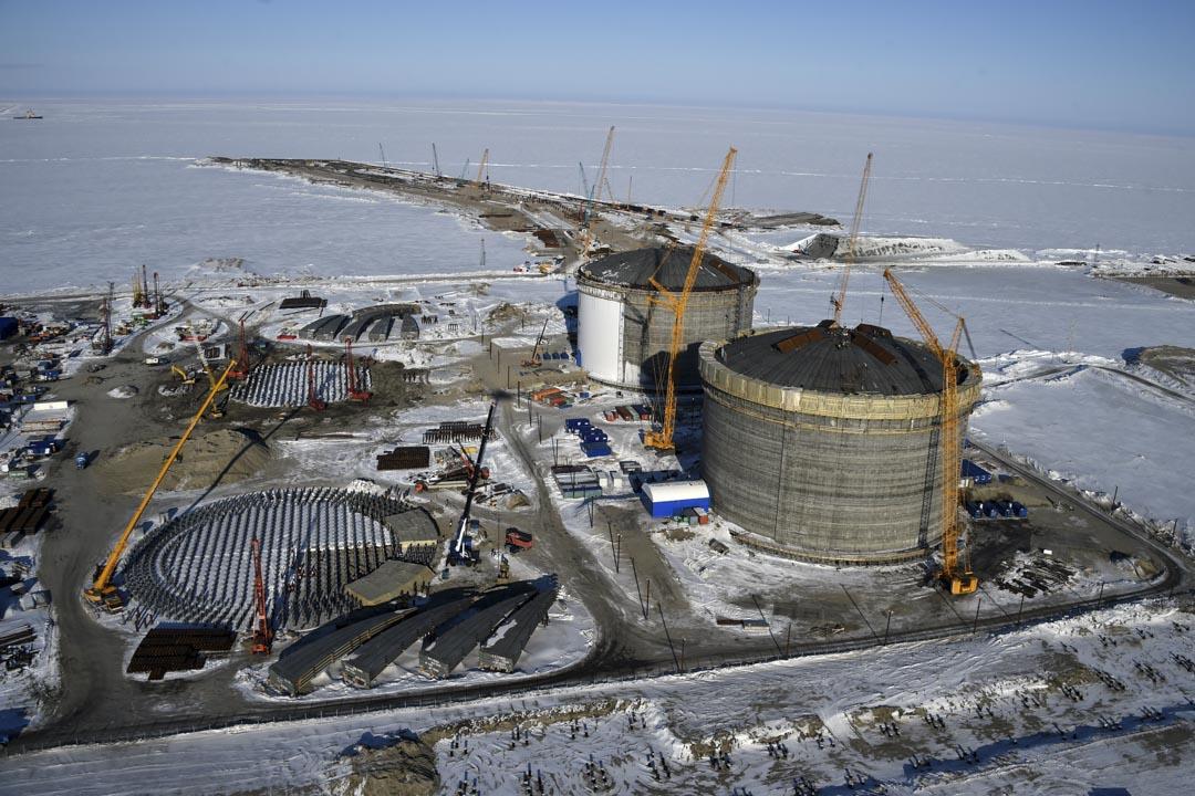 中國與俄羅斯在北極的油氣合作似是雷聲大、雨點小:兩國除了在俄羅斯西伯利亞的阿馬爾半島(Yamal Peninsula)的液態天然氣項目外,並未有更廣泛的合作基礎。現實上,兩國利益互不相讓,沒有證據顯示中國有意拉攏俄羅斯以在北極事務上換取籌碼、牽制西方國家。