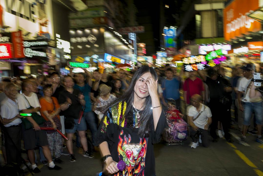 歌手在菜街舉行演唱會。