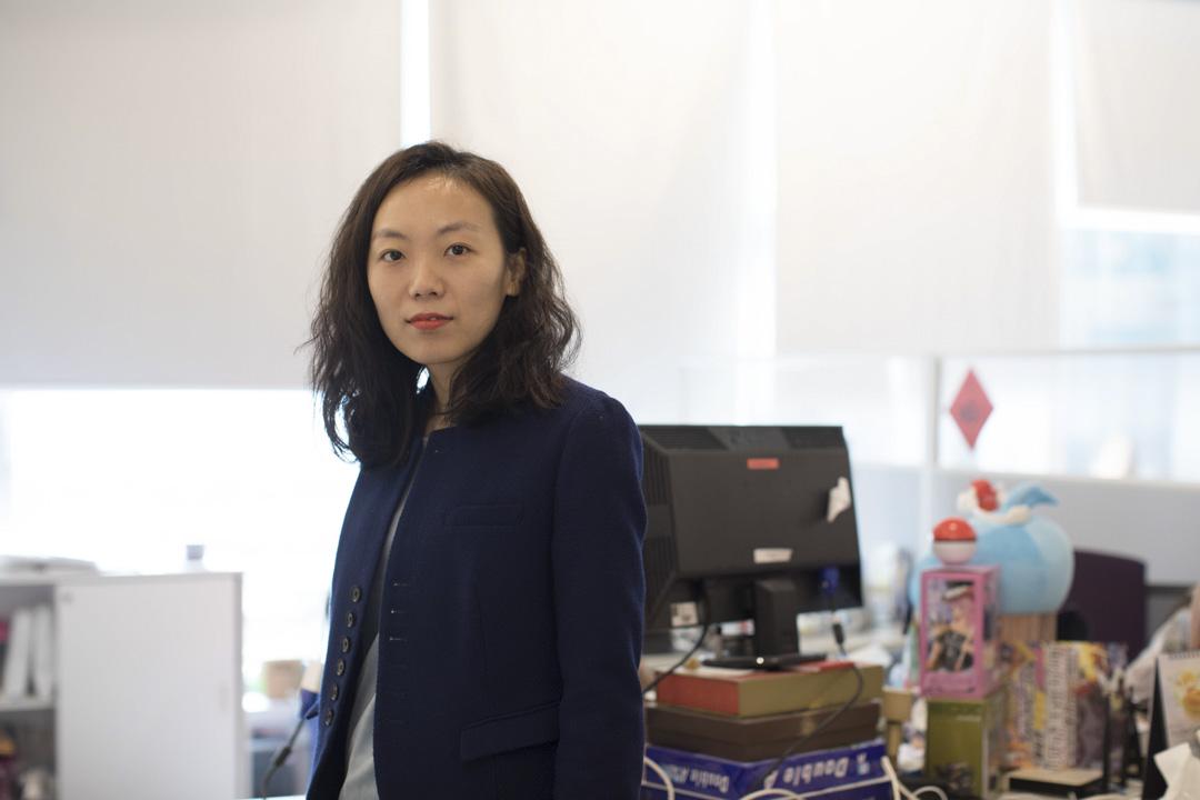 很長一段時間,陳詩都把香港看待成一個中轉站,幾年前也曾經掙扎,要不要申領永久居民身分,長久地留在香港,最後她還是下定決心申領,原因是仍然很想留在香港,帶領公司和團隊發展。