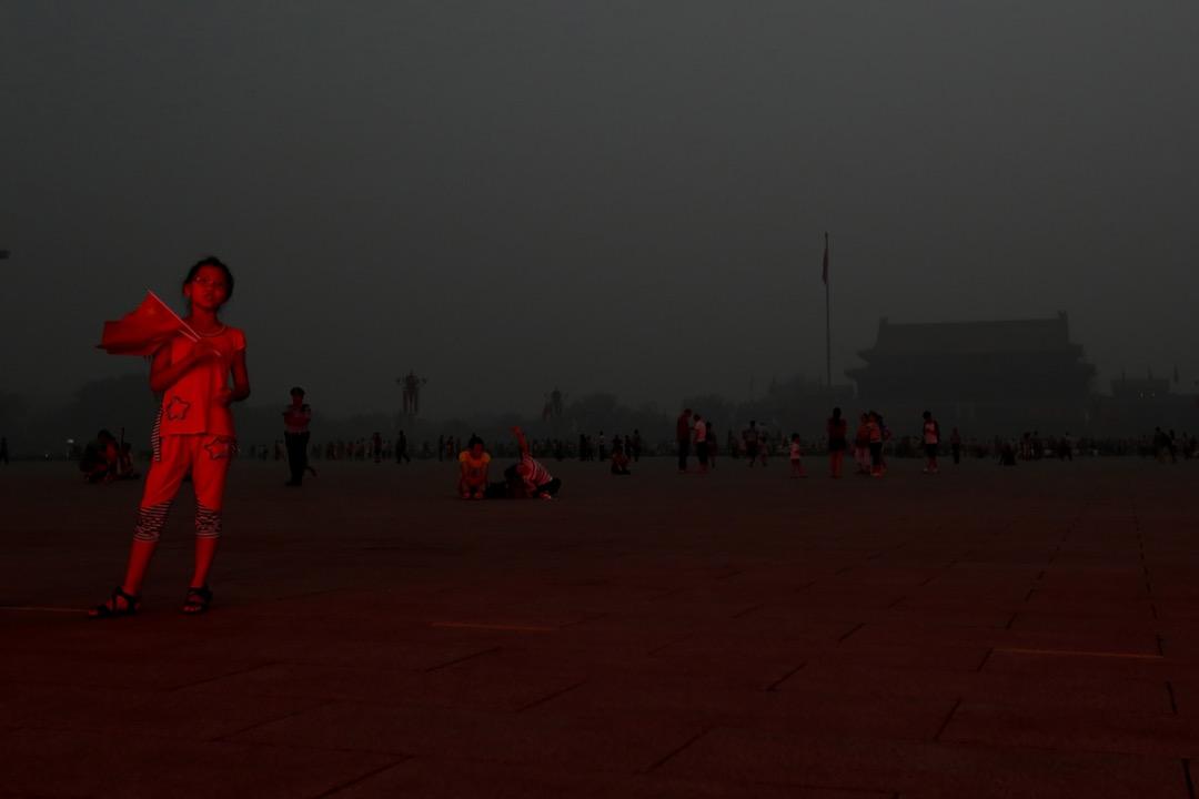 岳昕基本符合趙思樂總結出「後89」的一些特質。最明顯的就是「去政治化」和「普世價值常識化」這兩個特質。我們應該儘自己的一份力,聲援她支持她,做她的後盾,讓這一星火苗在社運寒冬裏能夠長久的燃燒。 攝:Feng Li/Getty Images