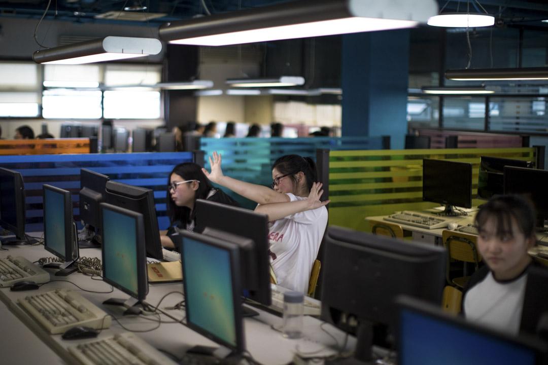 標註員的疲倦是這類工作的「大敵」,BasicFinder會監控工作人員的疲勞度,把同質的任務分割成小塊派給一個人,如果後一次的結果和前次相差較大,系統即會監測出來,並提醒工作人員:「你已經累了」,可以換別的任務來做或乾脆休息一下。