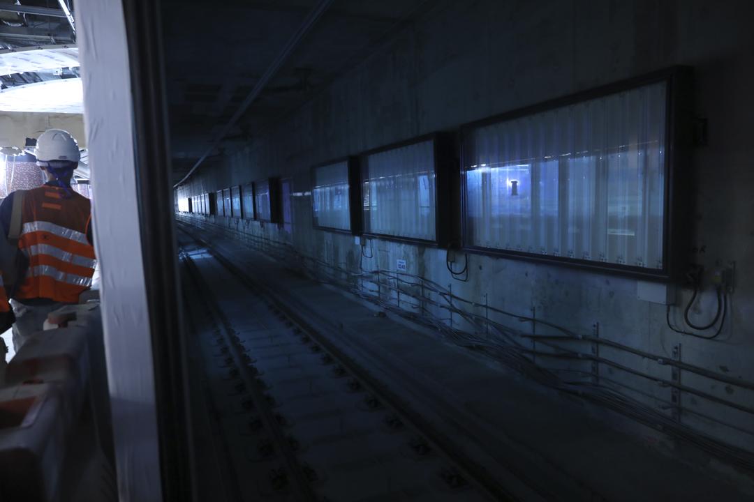 《蘋果日報》今天披露港鐵紅磡站擴建地盤懷疑曾有鋼筋接駁位造假,惟港鐵回應指報導引述情況與事實不符,強調港鐵發現部分工程質量不足後,已嚴厲要求分判商修正。 攝:端傳媒