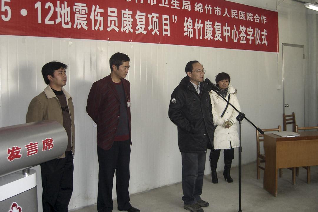 周建國記得,他當時拿著來自香港的500萬善款,想到直接接觸災民的基層醫院設置康復點,但談崩了無數家。周建國跑了半年,直到2009年初,才成功在綿竹市人民醫院設立了駐點。