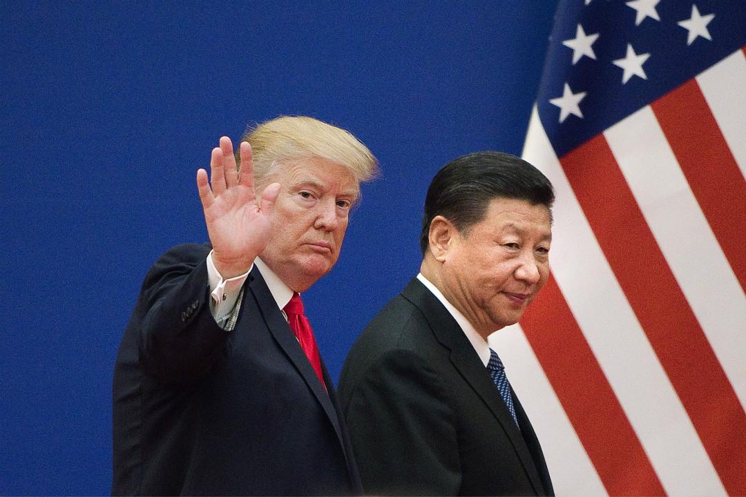2017年11月9日,美國總統特朗普與中國國家主席習近平在北京人民大會堂結束商界領袖會談離場。 攝:Nicolas Asfouri/Getty Images