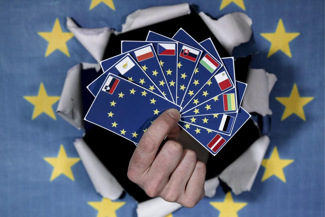 波蘭和匈牙利這兩個與歐盟價值觀背道而馳的國家,一旦進入歐盟,歐盟的准入條件就不再對他們適用。由於他們的投票權和影響力,歐盟甚至不得不在這些威權者面前妥協。