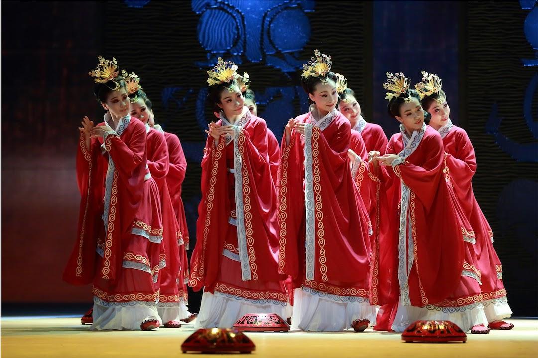 《群伎獻藝》圖:香港舞蹈團|攝:S2 Production