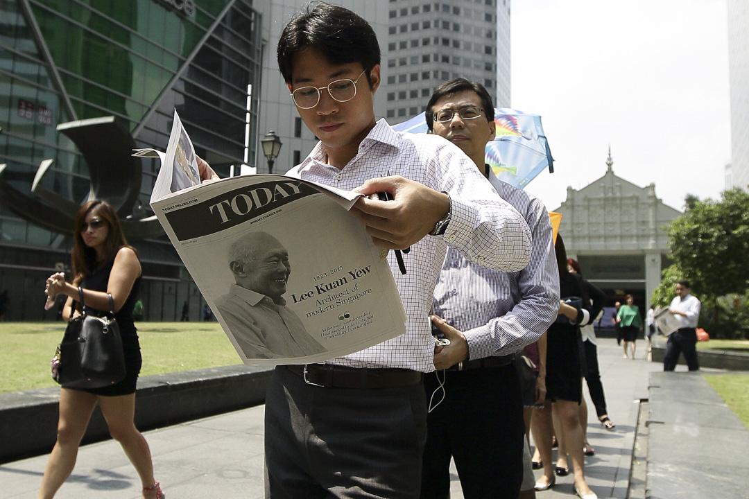 2018年3月,新加坡政府在舉辦了八天的「反假新聞法」聽證會,最後一場的馬拉松聽證會,卻意外成為旅英歷史學者覃炳鑫和新加坡律政兼內政部長尚穆根的論辯角力場域,爭議的焦點其中是人民行動黨和前總理李光耀是否是假新聞散播的始作俑者。 攝:Suhaimi Abdullah/Getty Images