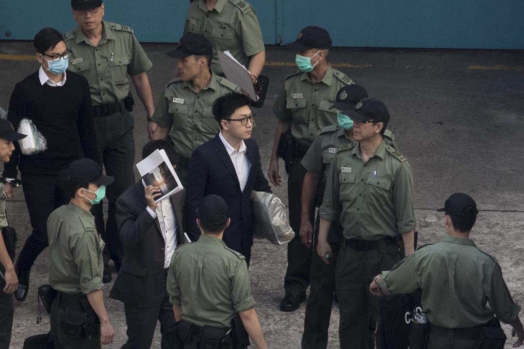 香港2016年發生「旺角騷亂」,其中「本土民主前線」時任發言人梁天琦因一項暴動罪及一項襲警罪而分別被判囚6年及1年,兩項刑期同期執行。 攝:端傳媒