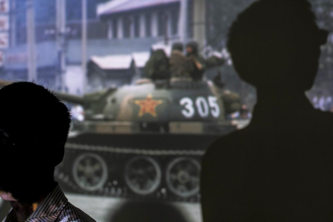 葉嘉林(化名),生於八十年代,對六四事件似乎保持相當理性的距離,認為自己中國人身份認同感是很強的,他愛中國,但不愛黨。他說自己這一代沒上一代那麼多國族認同的愛國情懷,但自己選擇中史作為終身職業也和自己愛中國有關係。