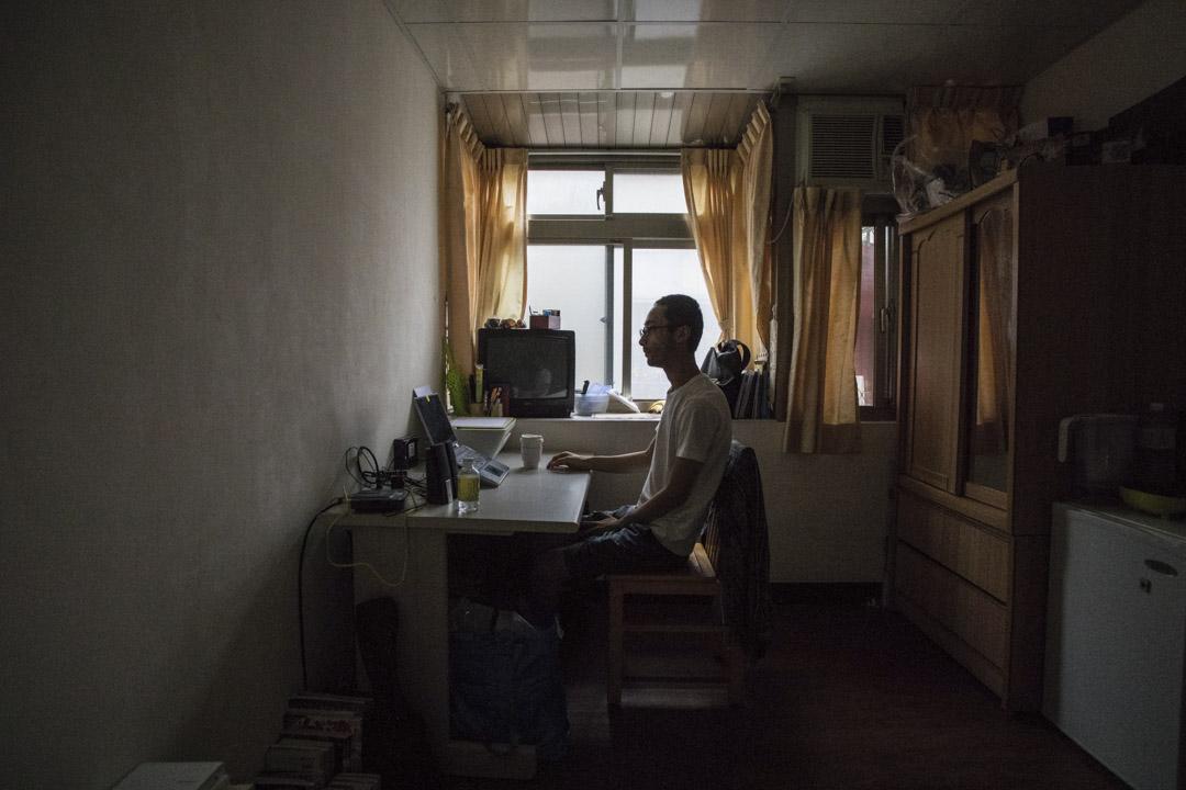 大原扁理透過網絡在距離台北市區兩個小時左右的近郊找到住處,房間不足6坪(約200呎),配有衞浴和簡單的傢俱,沒有廚房,租金只需每月4,300新台幣(約1,128港幣)。