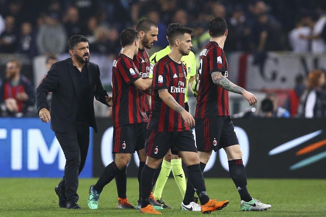 當地週三(27日),歐洲足協(UEFA)宣布意大利球隊 AC 米蘭因違反「財政公平競技規定」,將被禁止參與來屆歐霸盃(UEFA Europa League)。 攝:Matteo Ciambelli / Getty Images