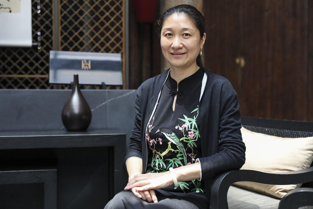 秦森企業的副總裁郁萍。