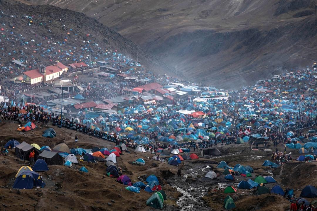 雪星節舉行期間,錫納卡拉山谷佈滿參加者扎起的帳幕。
