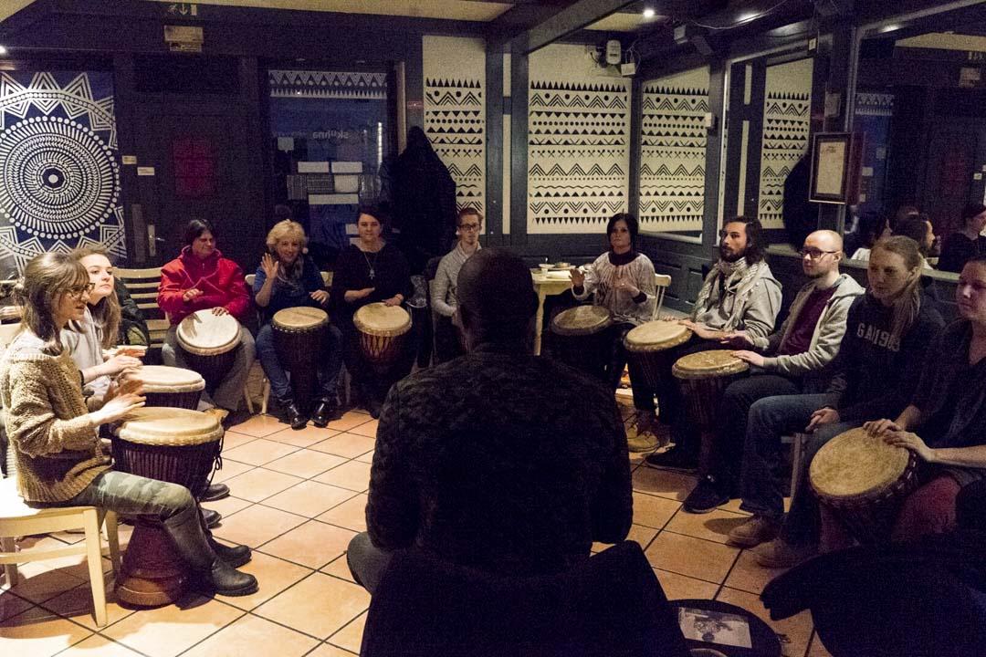 Skuhna定期舉辦非洲鼓班,由非洲移民教授。