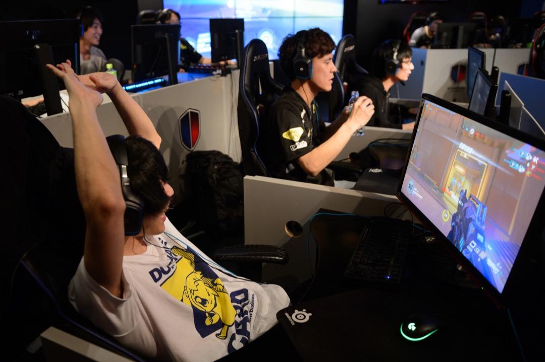 世界衛生組織於今年年初宣布將「電玩成癮」(gaming disorder)加入第11版《國際疾病分類》(ICD-11)中,並列為精神疾病。 攝:Akio Kon/Bloomberg via Getty Images