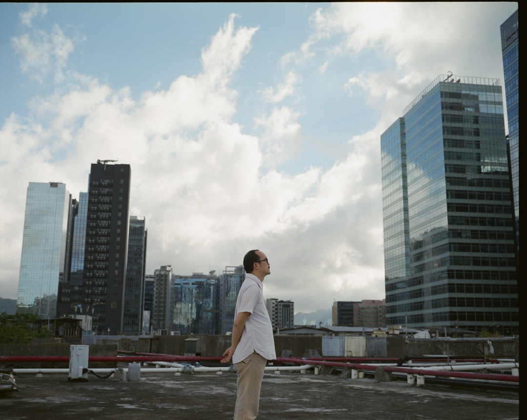 1977年福建出生的香港藝術家白雙全,7歲移居香港,2002年中文大學藝術系畢業,副修神學,畢業後16年沒有做過一份全職工作——全職藝術家除外。