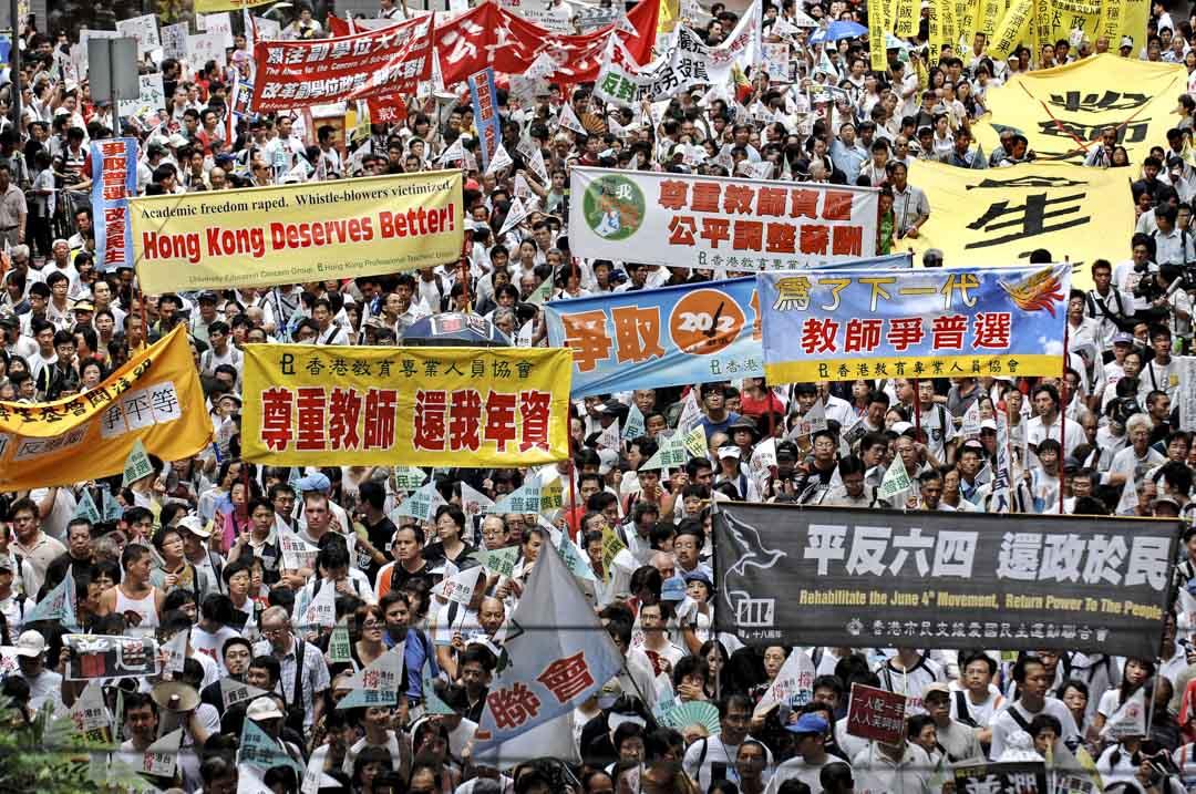 2007年,香港主權移交中國十週年,時任天主教香港教區樞機陳日君首次參與七一遊行,民陣指遊行人數達6.8萬人。雖然大會的遊行主題是「爭取普選 改善民生」,不過遊行人士亦有表達不同的訴求,包括要求平反六四事件、改革副學位課程、公平調整教師薪酬等。