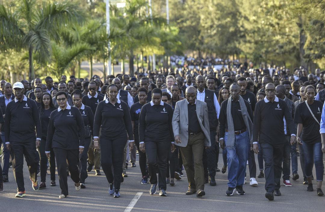 2018年的盧旺達大屠殺紀念週,遊行隊伍在盧旺達總統夫人及官員的領行下,由國會步行至國家和平體育館,參與館內舉行的燭光晚會。