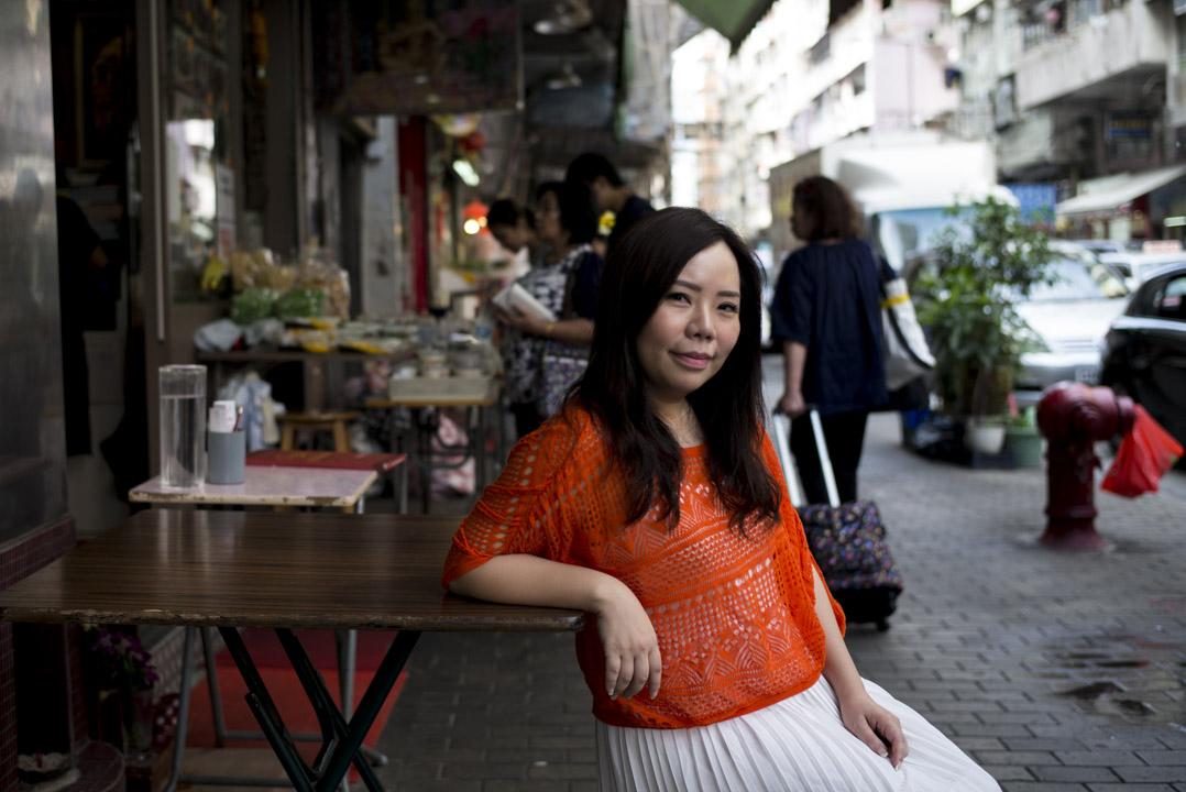 1981年出生的Vita,在九龍城度過了整個童年和青少年時期。和她一樣的這些混血青年,被稱為「泰二代」,往往對自己究竟是泰國人還是中國人有着模糊的認同。