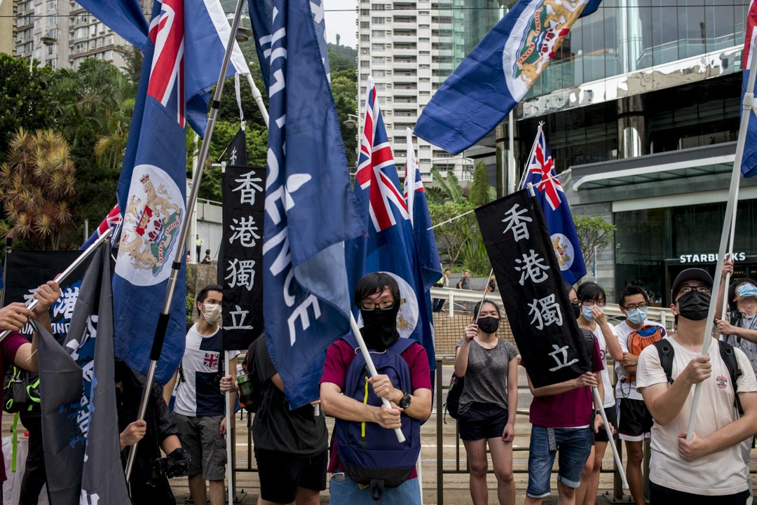 2017年,香港回歸二十周年的七一遊行,民陣指參與人數約6萬人。遊行途中有示威人士揮舞龍獅旗和香港獨立的旗幟,要求香港獨立建國。