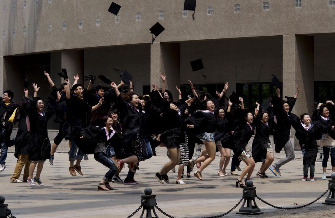 天津是中國的四大直轄市之一,距離北京僅130多公里,由於參加高考人數少、錄取率高,它一直有「高考天堂」之稱。2017年,天津的重點本科院校錄取率高達25%,位列全國第一。