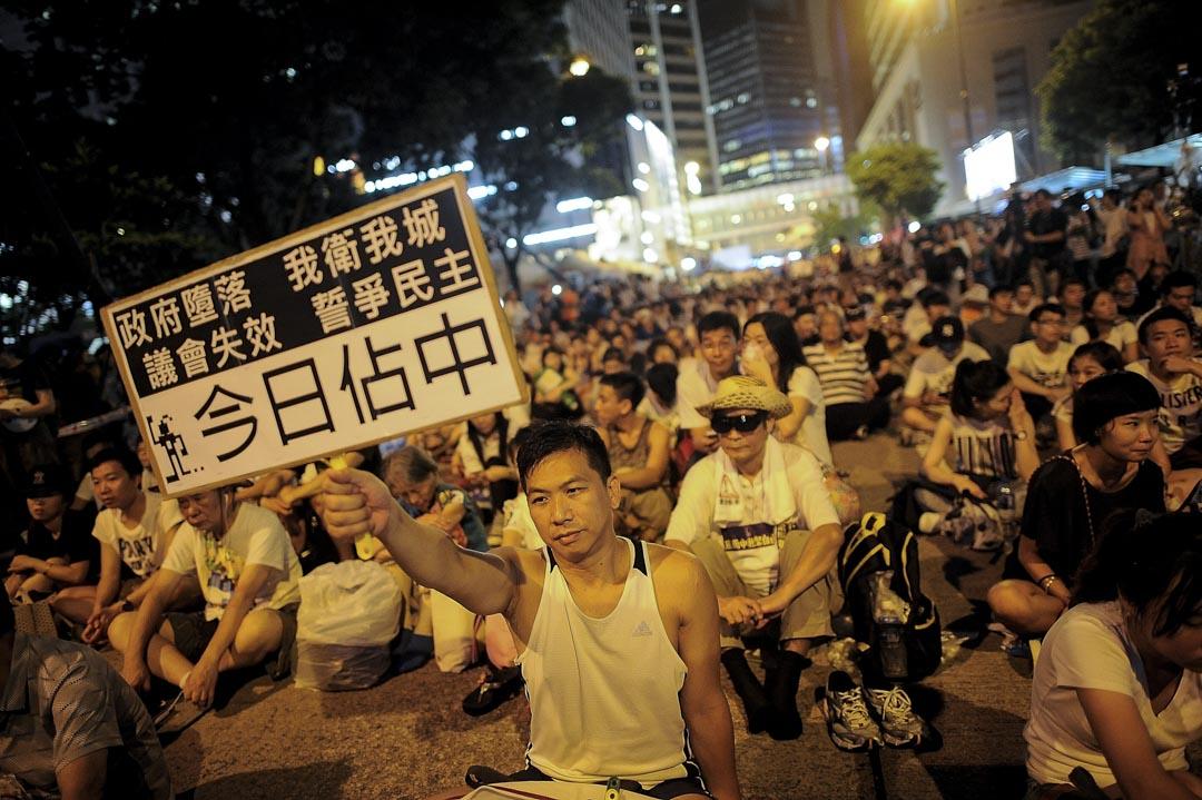 2014年,七一遊行以「公民直接提名 廢除功能組別」為主題,民陣指遊行人數達51萬。學聯於遊行結束後,呼籲市民留守中環遮打道預演佔中,有參與升級行動的市民高舉「今日佔中」的標語牌,事件中有511名示威者被警方拘捕。