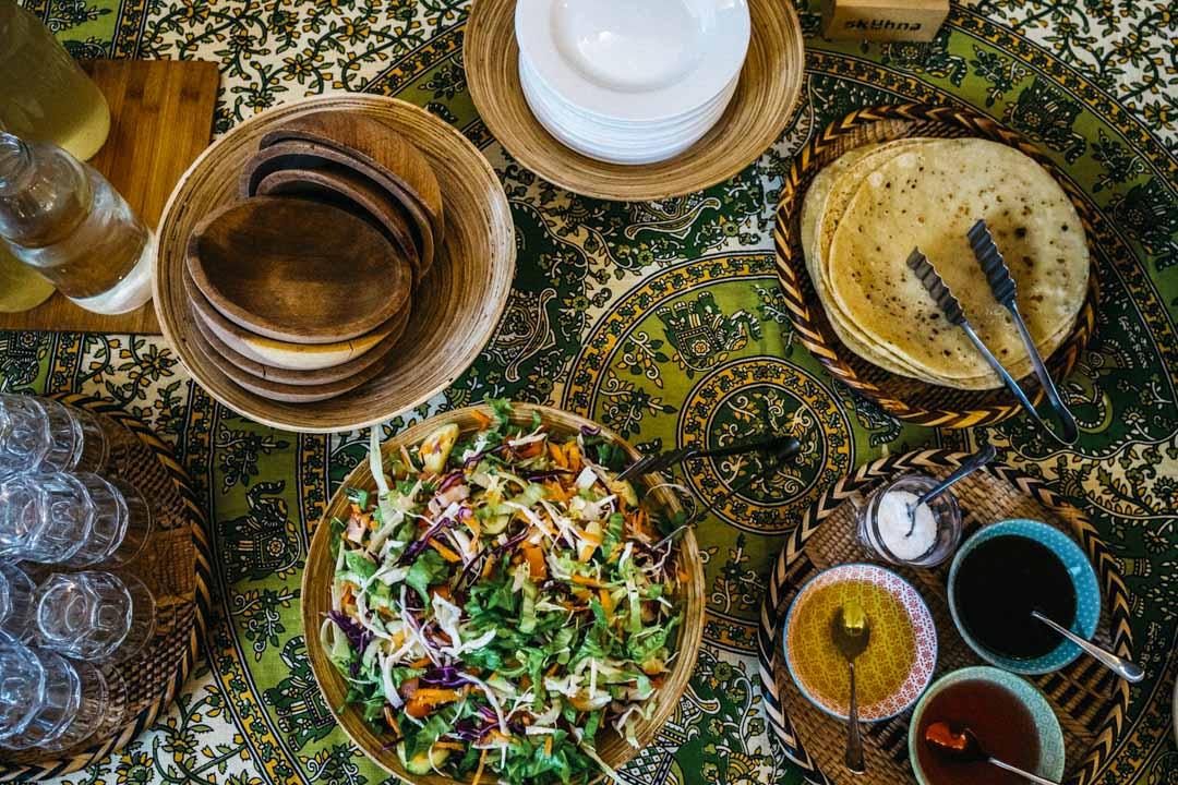 Skuhna一星期的菜單中,包辦敘利亞、印度、尼日利亞等國度的菜餚。菜單如此百變,全因餐廳員工大部分是來自世界各地的移民。