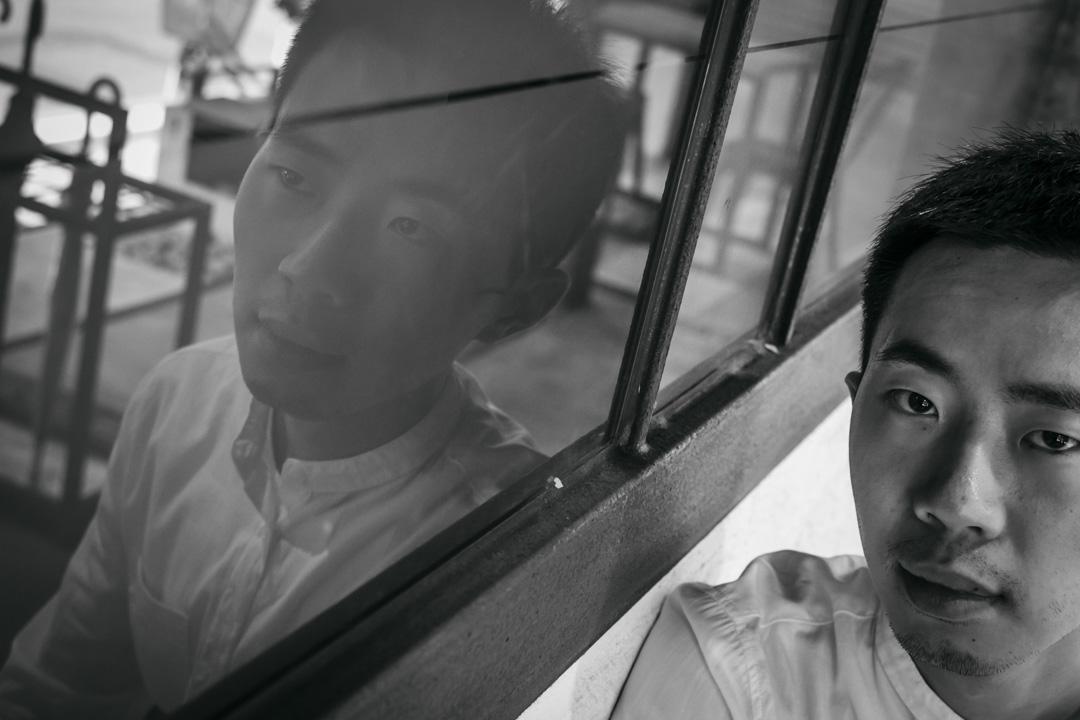鄭興說自己不是為了來台灣當藝人的,更不是為了來當公眾人物的,他只是來唸書,做了一張唱片記錄下三年多的台北生活,又恰好因為一些原因被很多人聽到,這是他與聽眾之間,在關於異鄉生活的感觸上有所重疊。