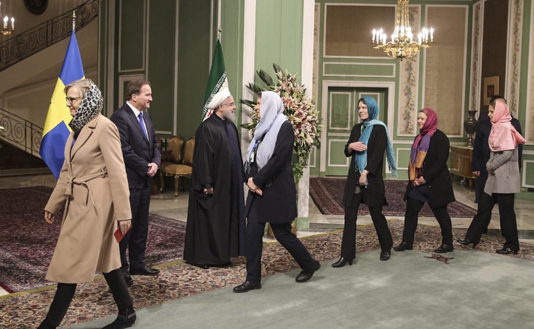 瑞典政府團隊出訪伊朗時,瑞典女性官員一律帶上頭巾。