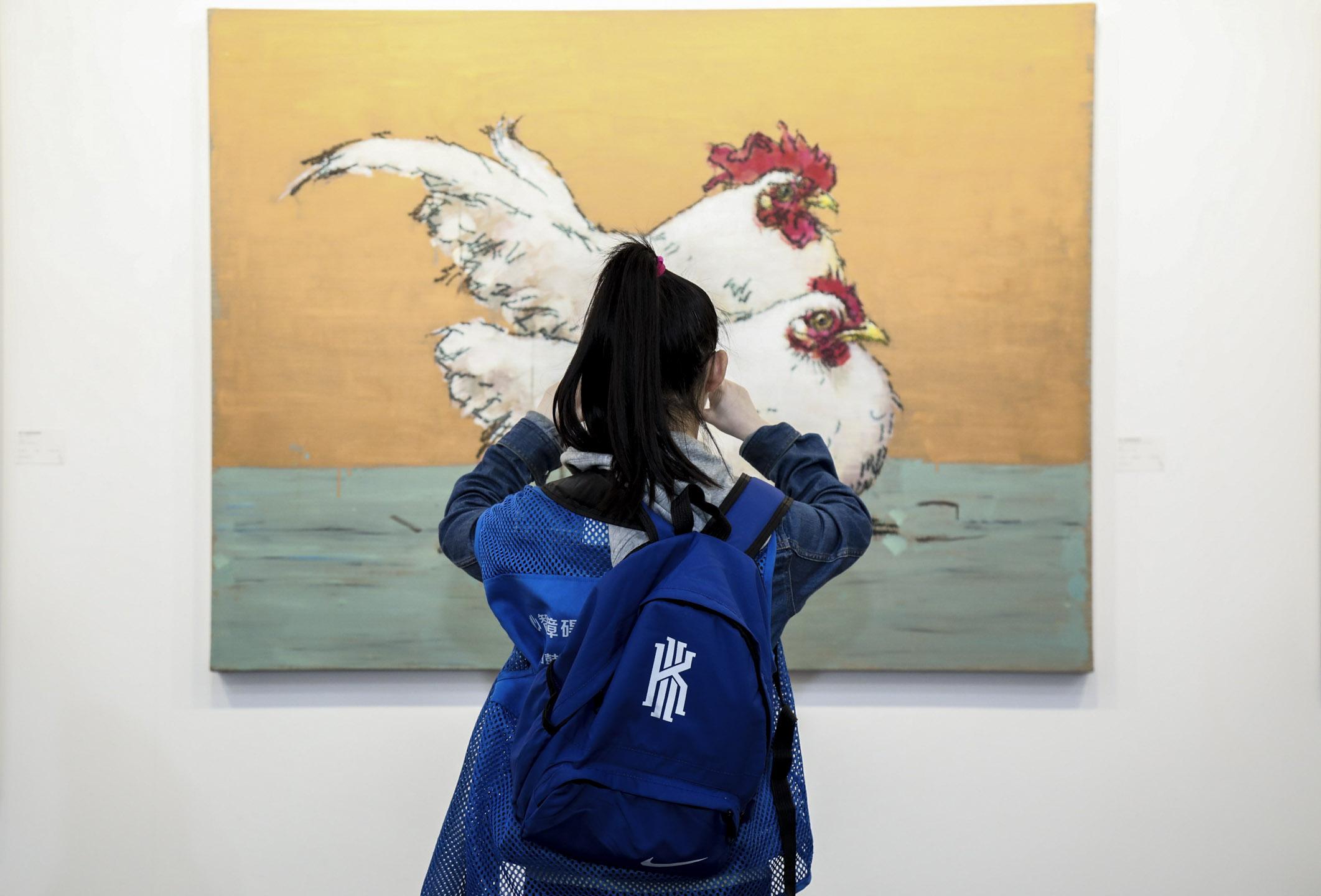 「藝術成都 Art Chendu」是中國西南部地區,有史以來第一個國際型的藝術博覽會,從規模來看,並不足以吸引人,僅有31間畫廊參與,但細看名單,絕大部分是曾參與Art Basel Hong Kong以北京和上海為根據地的畫廊。 圖片來源:藝術成都提供