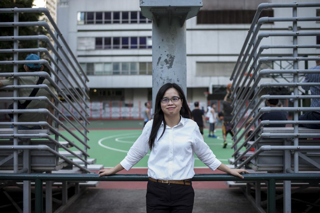 蘇綺雯大學實習時加入民主黨,畢業後成為民主黨九龍西分部職員,2015年在啟德南參選區議會,敗給建制派的何華漢。