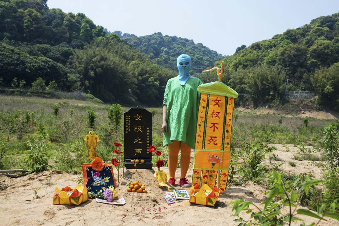 女權主義之被禁後6天,一些網民為其舉辦了一個葬禮,宣示「女權主義不死」。