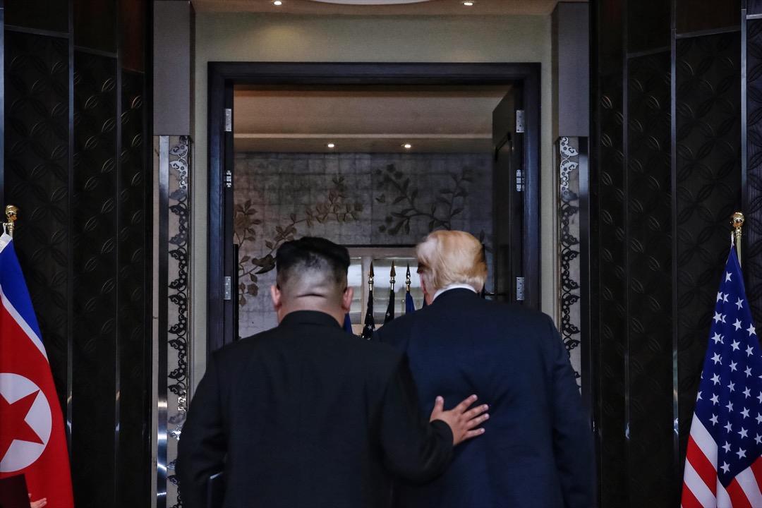 如果要說這場創造歷史的會談有贏家的話,那卻只有一個——年僅34歲的朝鮮神秘領導人金正恩。 攝:Kevin Lim/The Straits Times/Handout via Anadolu Agency/Getty Images