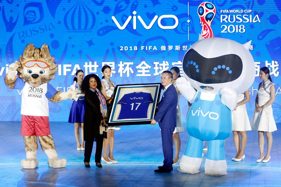 2018年俄羅斯世界盃決賽週的五大官方贊助商當中,中國企業佔三個席位,電子產品企業 vivo 為其中之一。 攝:STR / AFP / Getty Images