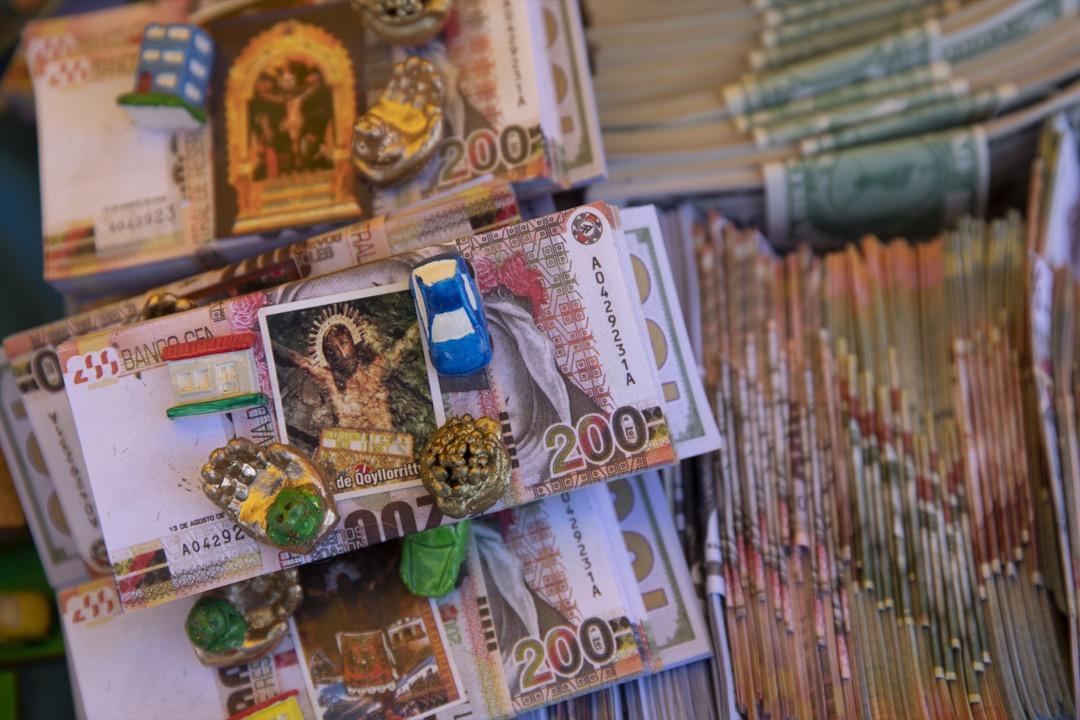 教徒希望在現實世界中得到的物品,在雪星節期間以紀念品方式發售。