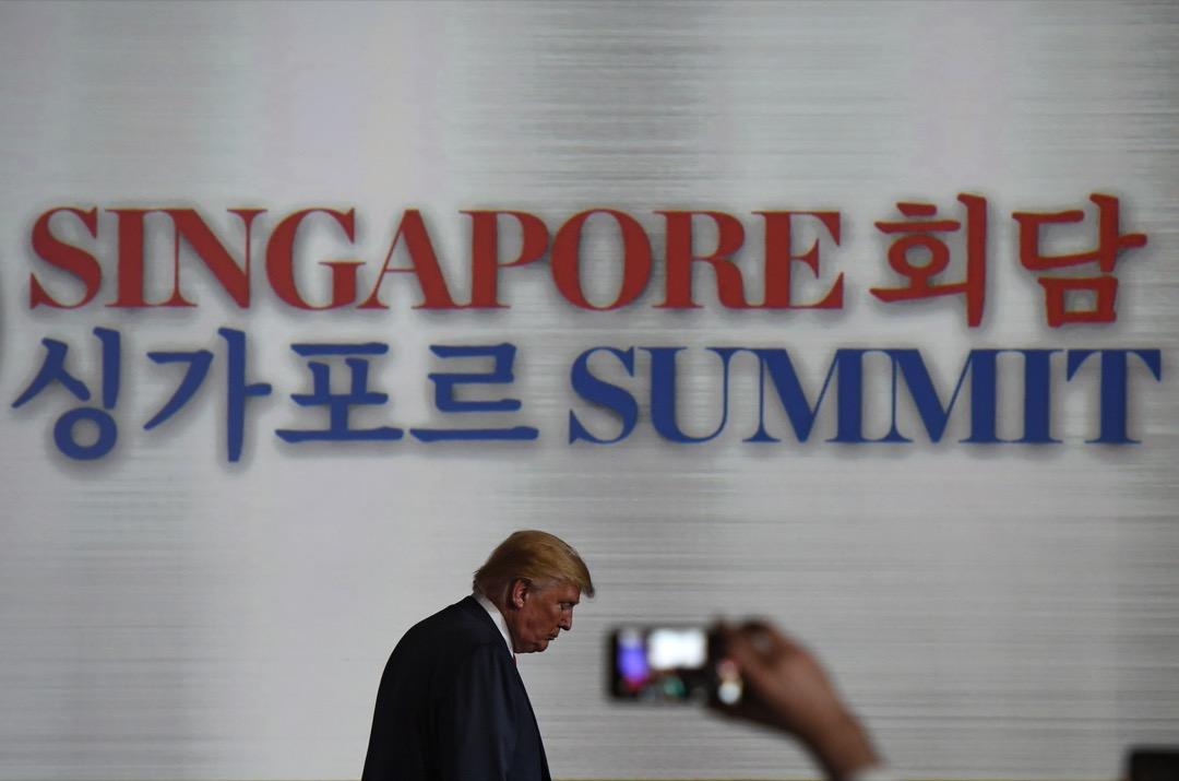 特朗普倒是「自我感覺良好」地強調「不再有來自北韓的核威脅」;「特粉」則讚揚「特朗普成為第一個能(could)與北韓元首會談的美國總統」。其實,美國總統與北韓元首見面,不存在「能不能」的問題,而只有「願意不願意」的問題。