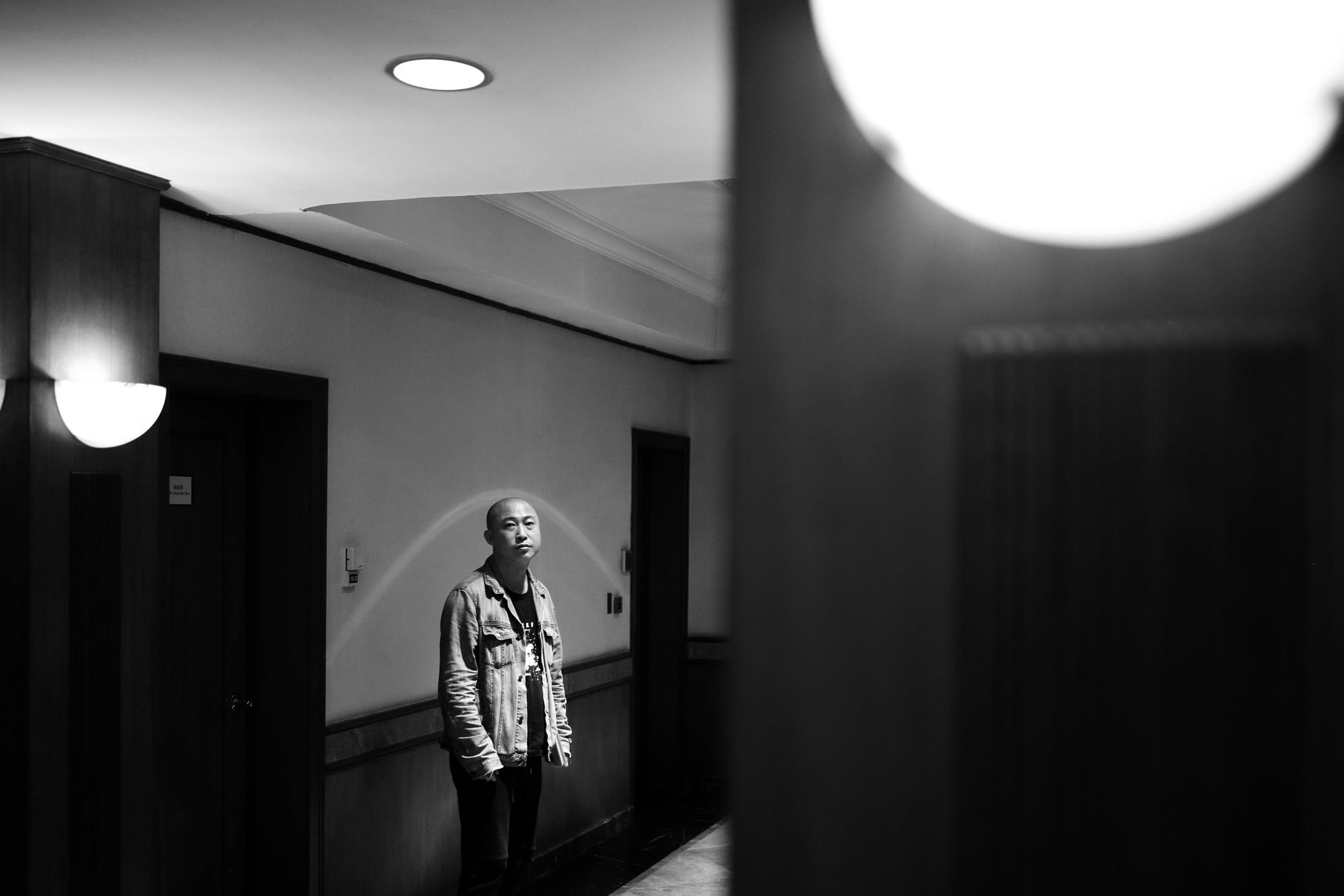 2017年,耿軍成為唯一入圍聖丹斯電影節劇情長片的中國導演,電影《輕鬆+愉快》也入圍了第54屆台灣電影金馬獎最佳劇情片獎、最佳導演獎。更早一點的2014年,他的作品《鐮刀錘子都休息》曾獲得金馬獎最佳創作短片。