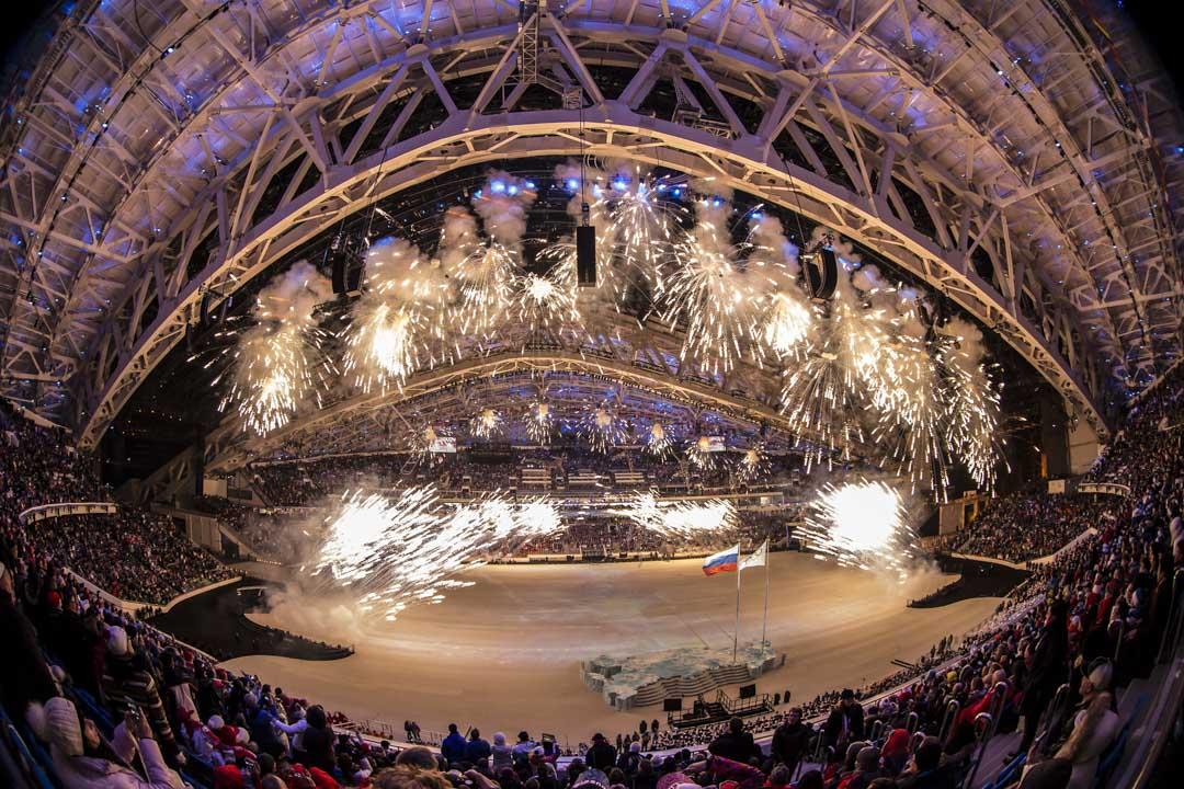 2014年的索契冬奧會,俄羅斯在其中投入了空前絕後的550億美元,幾乎直接重建了索契全城,賽後幾年,有關索契場館閒置、城市幾乎成為鬼城的報導時有出現,鉅額資金投入背後的鉅額腐敗則至今仍缺少明確回應。