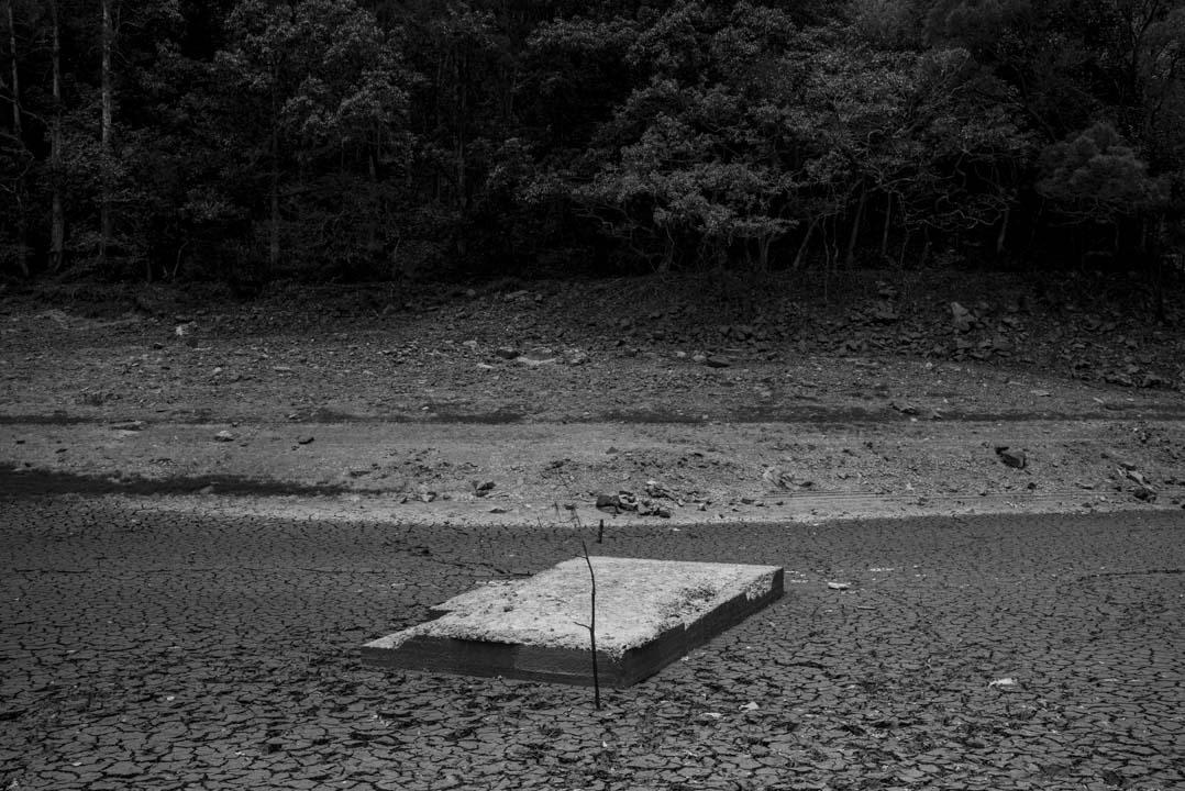流水響水塘。