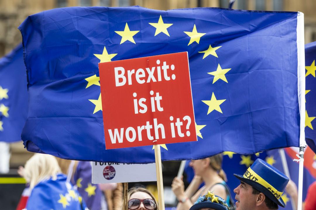 2018年6月20日,英國倫敦,國會就《退出歐盟法案》進行辯論及關鍵性投票,留歐派民眾在國會外集會示威。 攝:Imagine China