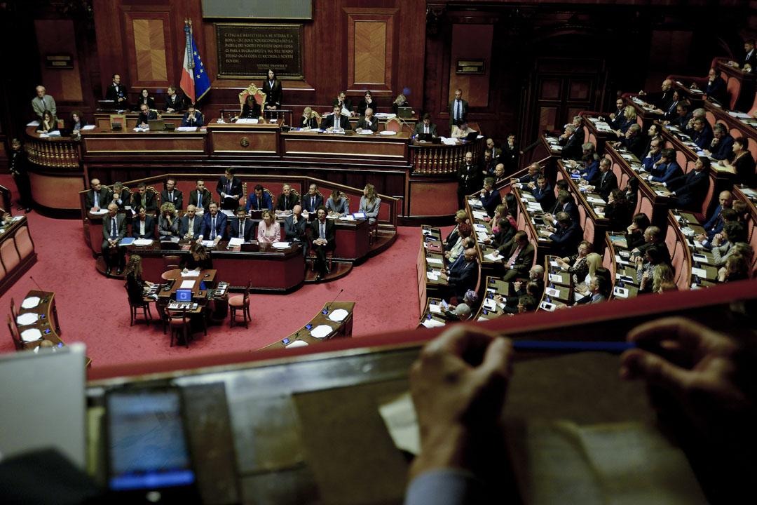 2018年6月5日和6日,經過總統斡旋和各黨派的拉鋸磋商,朱塞佩·孔特(Giuseppe Conte)受命組建的「民粹」內閣通過參眾兩院的信任投票。