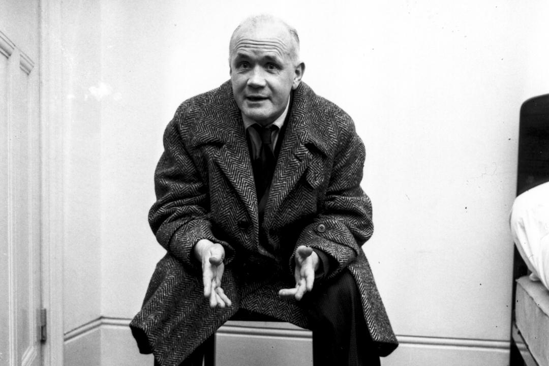 尚.惹內(Jean Genet,1910-1986),法國當代著名小說家、劇作家、詩人、評論家、社會活動家。曾因偷盜罪被捕,後來轉而從事寫作。著有小說《竊賊日記》、《布雷斯特之爭》等,戲劇《女僕》、《陽台》等。 攝:Davis/Getty Images