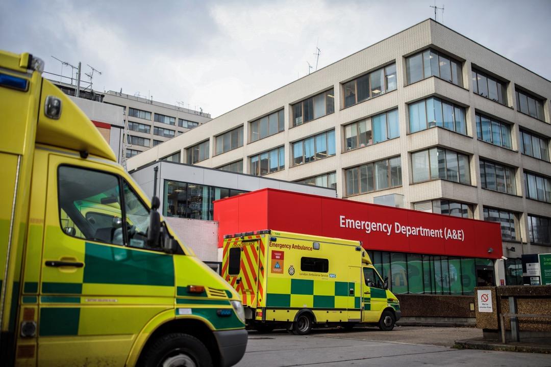 即使是如此鉅額的投入,NHS依然面臨嚴重的人手不足、超時工作、床位不夠和效率底下等等問題。NHS的急診四小時接診率近年來已從95%降低到90%以下,冬季疾病高發期甚至只有85%。