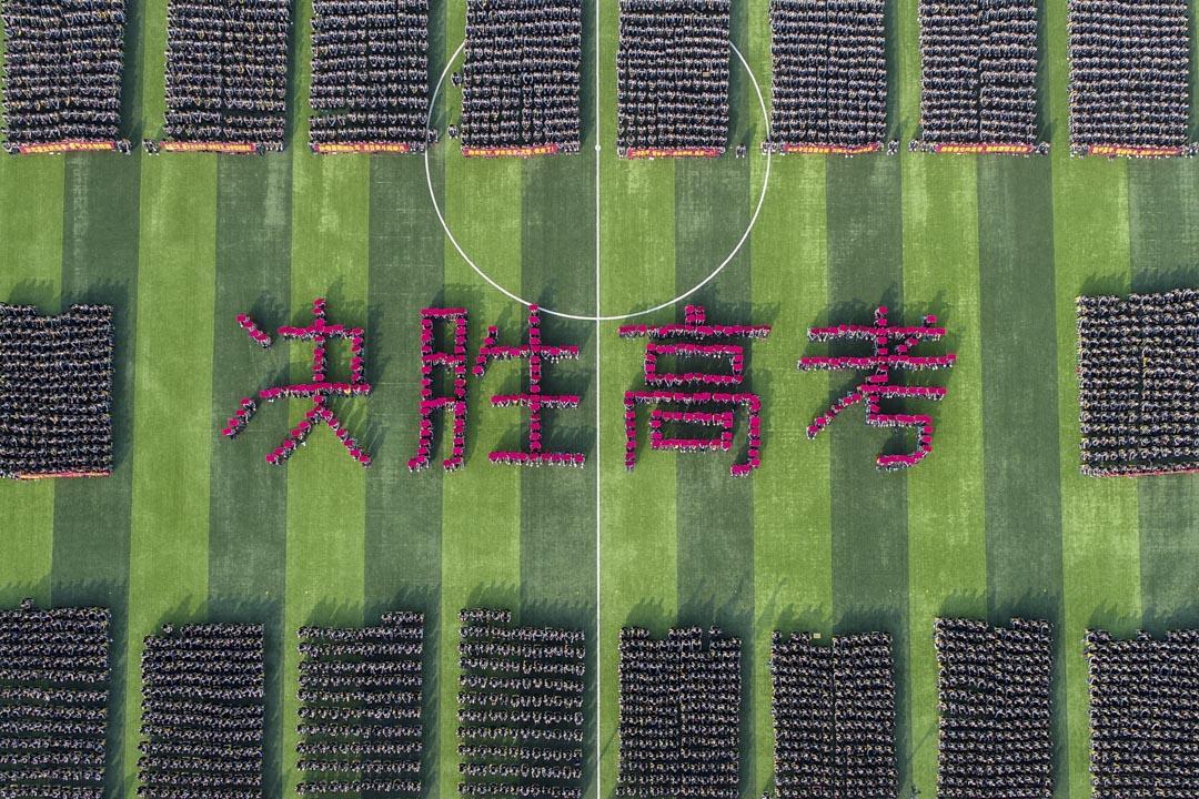 2018年2月26日,河北一間中學的高考百日誓師活動現場。   攝:Imagine China