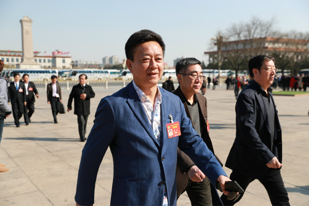 2017年3月10日,北京,央視著名節目主持人朱軍作為全國政協代表前往人民大會堂參加政協全體會議。 攝:Imagine China