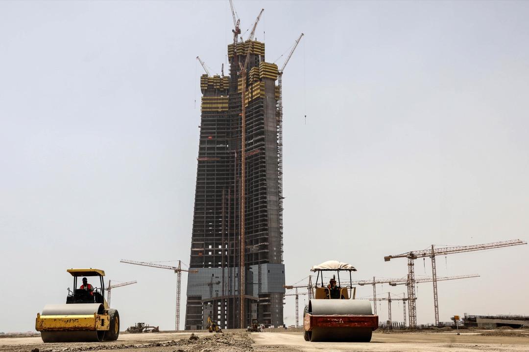 沙特阿拉伯吉達塔,樓高1,008米、共252層,預計於2019年落成。用上8萬噸鋼材建造,完工後將會是世界上最高的摩天大廈。但此名銜有可能很快便被預計於2020年落成的杜拜河港塔所取代。