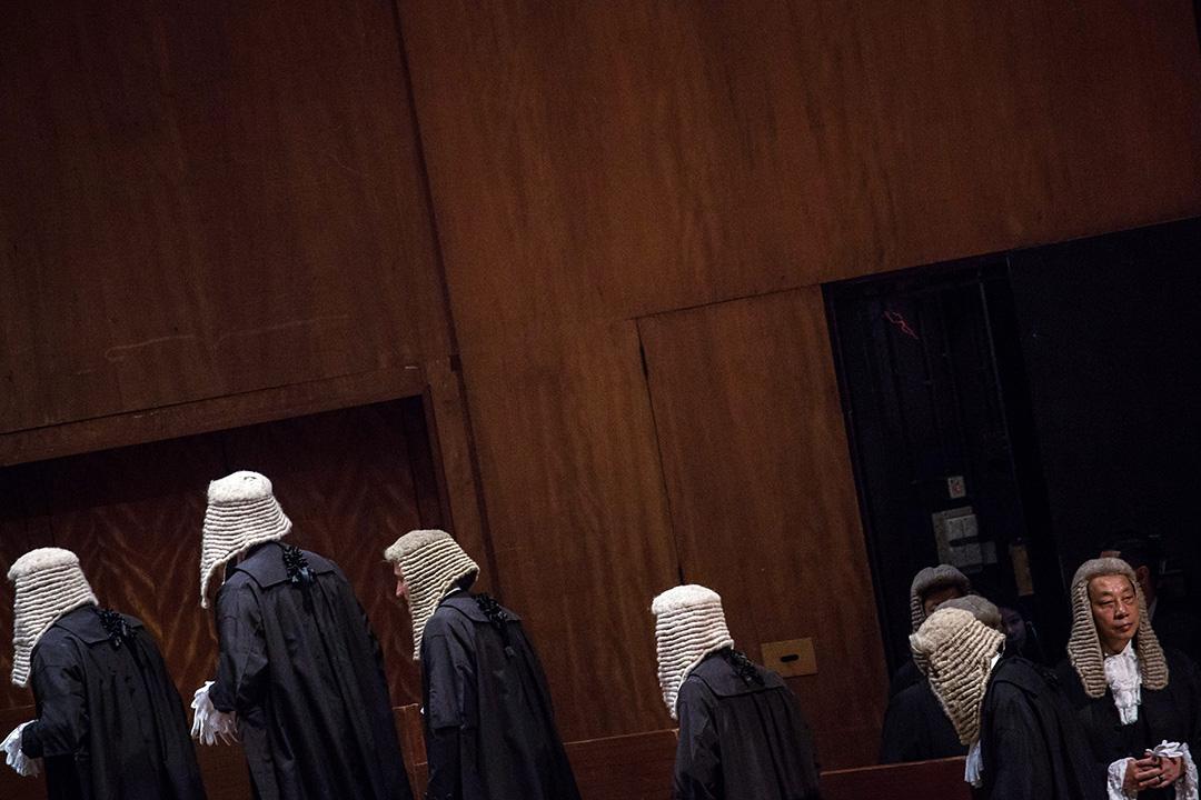 倘若香港的法治必先有自治,而香港目前的自治程度愈來愈低,愈來愈多政治決定需要仰中央甚至是中聯辦鼻息,那麼法治又從何談起?