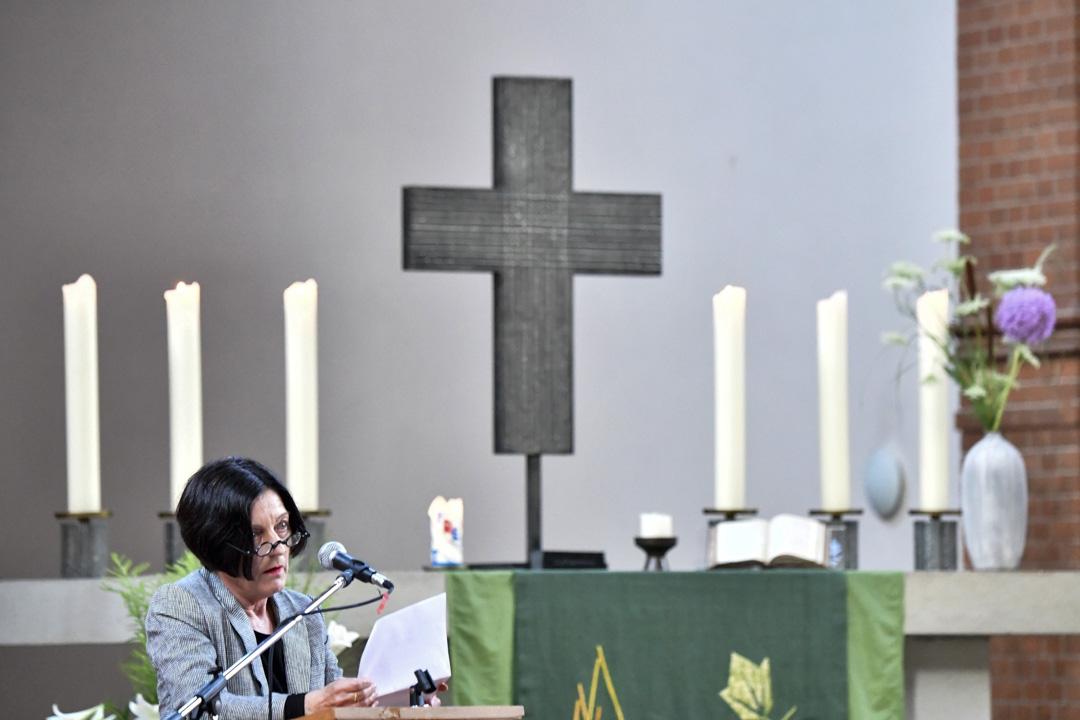 劉霞好友、諾貝爾獎文學得主米勒(Herta Müller)在會上朗讀劉霞2009年詩作《無題——給曉波》。