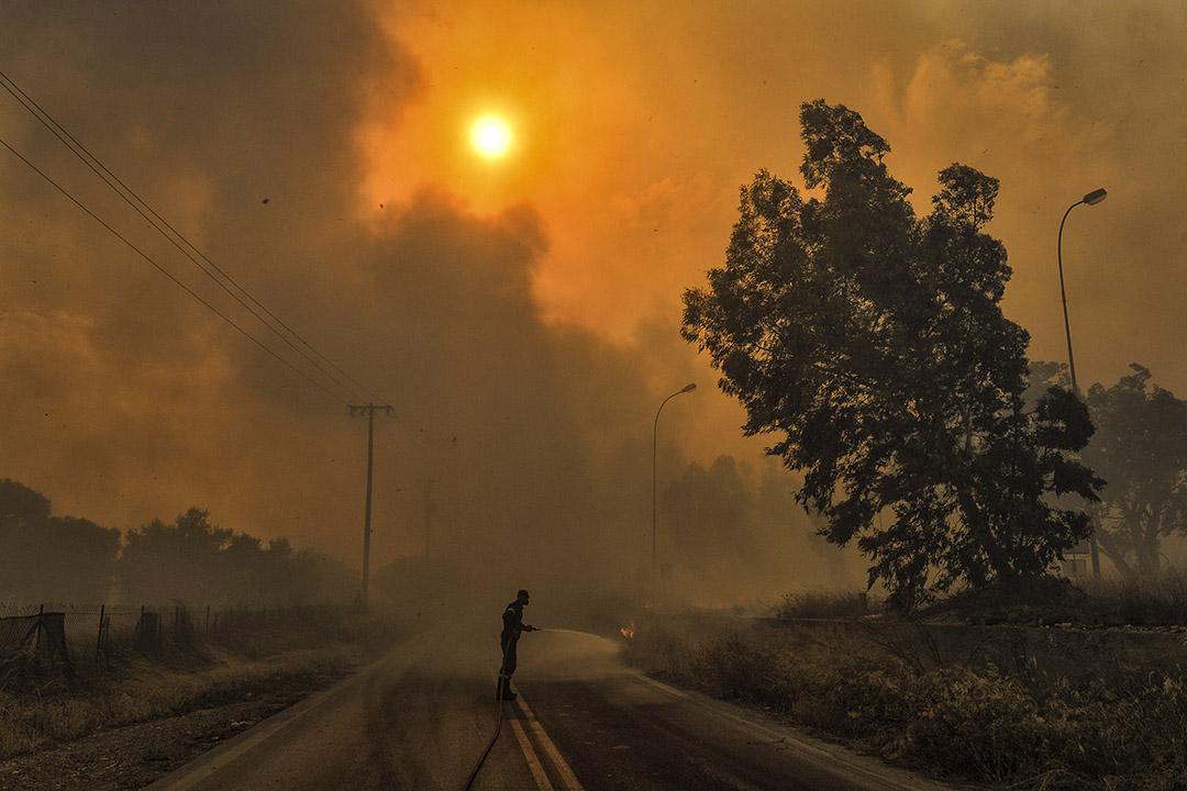 2018年7月23日,希臘首都雅典,附近的沿海鄉村基內塔(Kineta)發生山火,由於炎熱和乾燥的天氣,加上強烈陣風,火勢迅速蔓延,造成至少50人死亡,受傷過百,當地已派出逾600名消防員灌救。