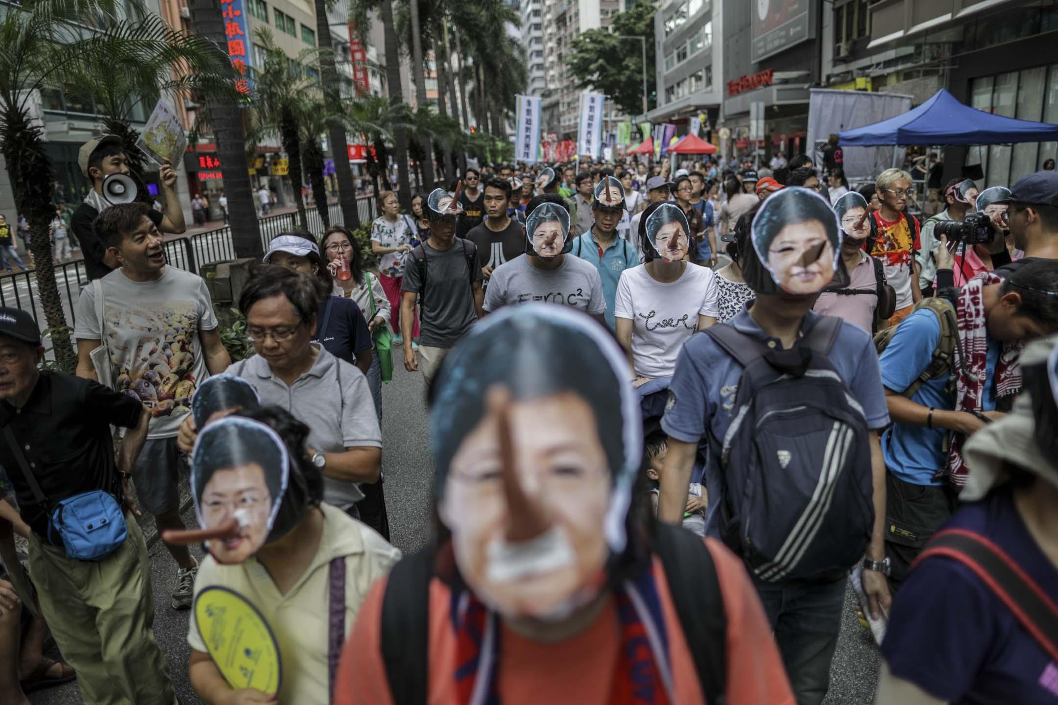 2018年民陣的七一遊行以「結束一黨專政,拒絕香港淪陷」為主題,民陣傍晚公布有5萬人上街,比2017年少1萬人。 攝:Stanley Leung/端傳媒